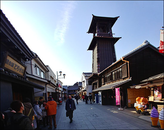 에도시대부터 종을 쳐 시각을 알려왔다는 시계종탑(토키노카네)