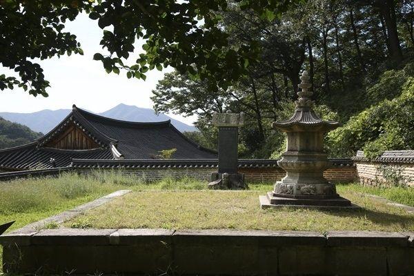 태안사 적인선사탑, 팔각형의 평면에 좌대와 탑신 옥개석과 상륜이 잘 보존되었다.