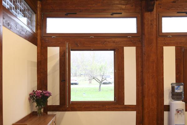 종무소 내부-5, 창문을 열면 풍경이 된다.
