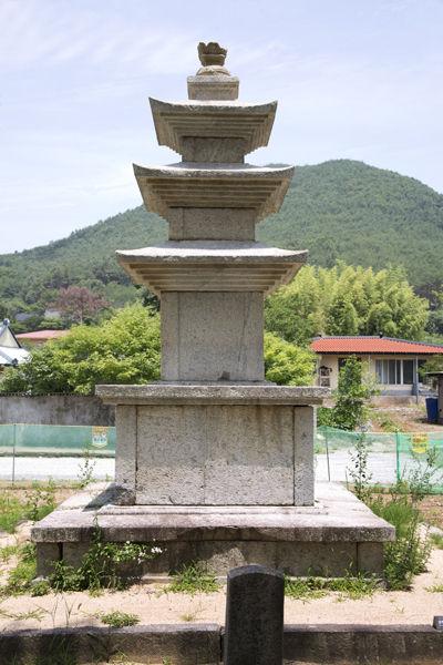 왼쪽 석탑 전신