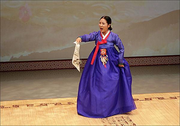 김영순 경기명창의 공연 모습
